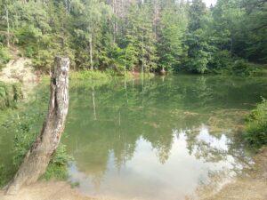 Kolorowe Jeziorka w Rudawach Janowickich. Ciekawa atrakcja turystyczna i miejsce na weekendowy wypad za miasto.