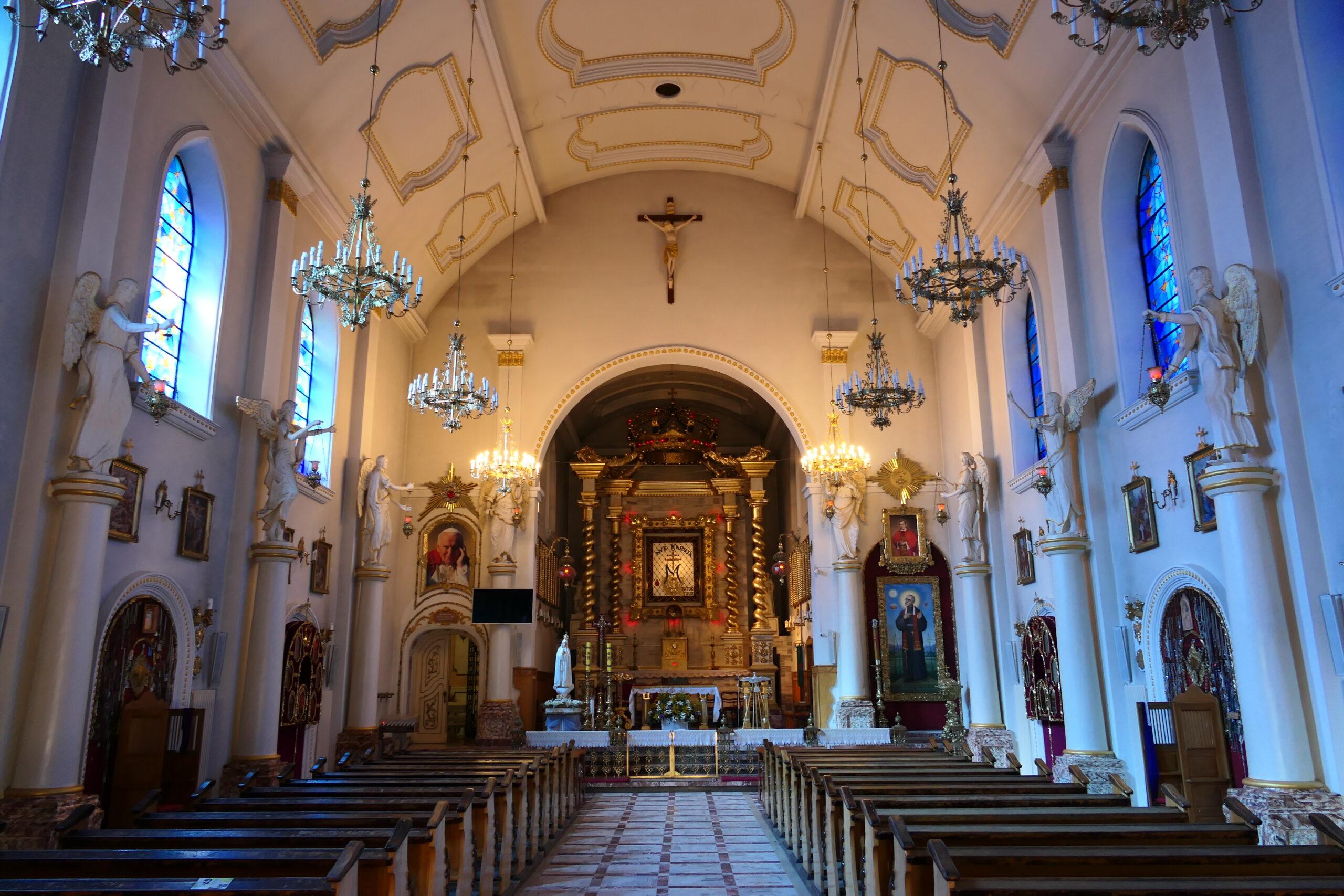 wnętrze kościoła kałków